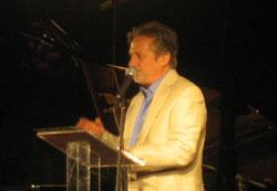 Manuel Galiana, recitando los poemas de Celaya