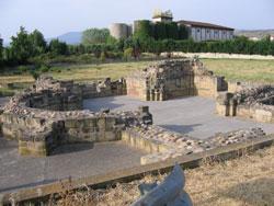 Durante todo el camino encontramos vestigios de como fue el camino en el pasado. En la foto, ruinas del antiguo hospital de peregrinos de san Juan de Acre- Navarrete