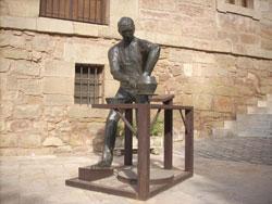 Navarrete, pueblo con aspecto de plaza fuerte medieval. Famoso por su alfarería